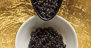 Caviar_and_spoon